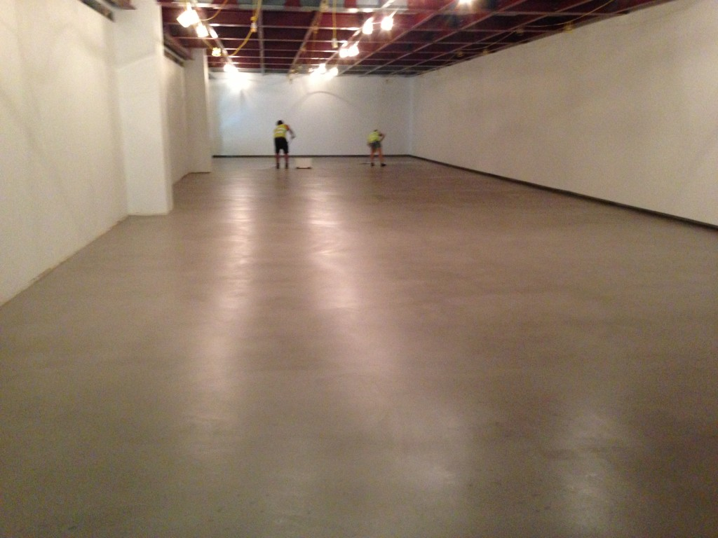 A waxed concrete coulis floor