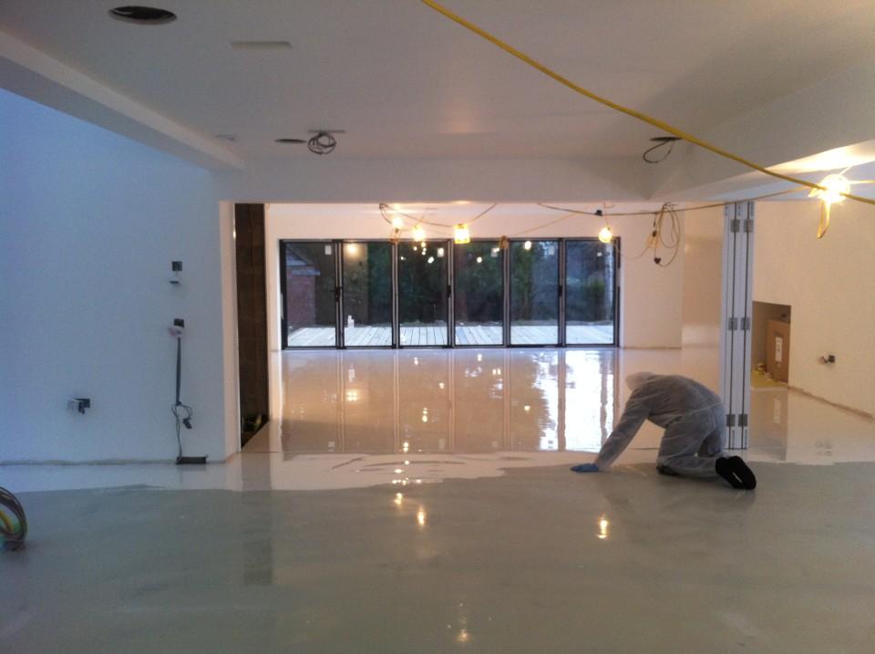 Installing different types of conductive resin floor for Interni abitazioni